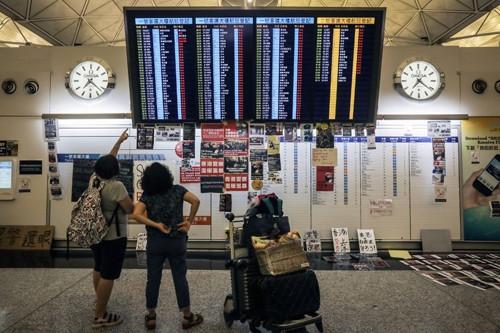 Biểu tình khiến ngành hàng không Hong Kong mất gần 80 triệu USD - Ảnh 1.