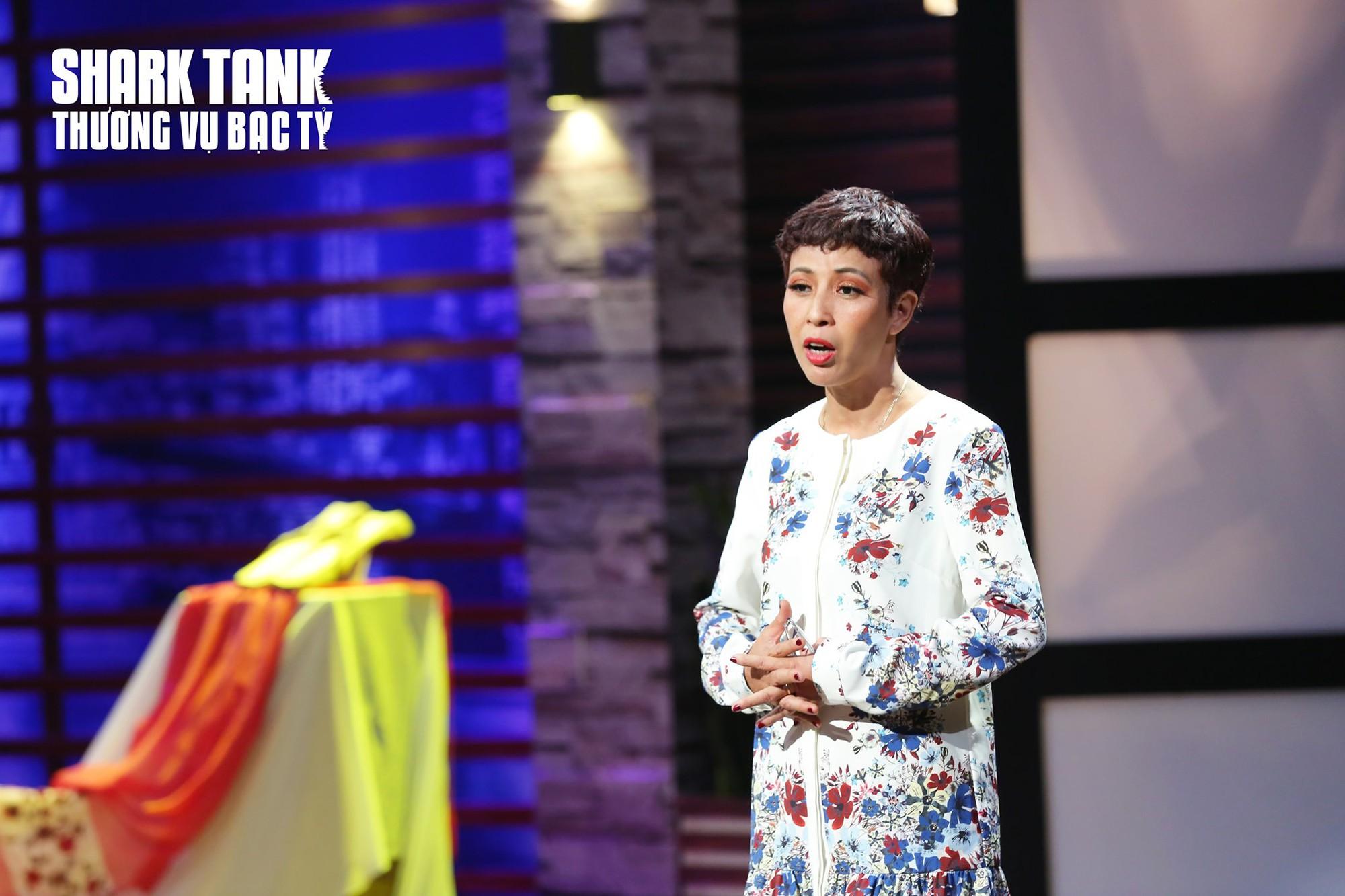 Từng kinh doanh thất bại, nợ chồng chất, 'người phụ nữ câm làm guốc' gọi vốn thành công 6 tỉ đồng trên Shark Tank Việt Nam - Ảnh 1.