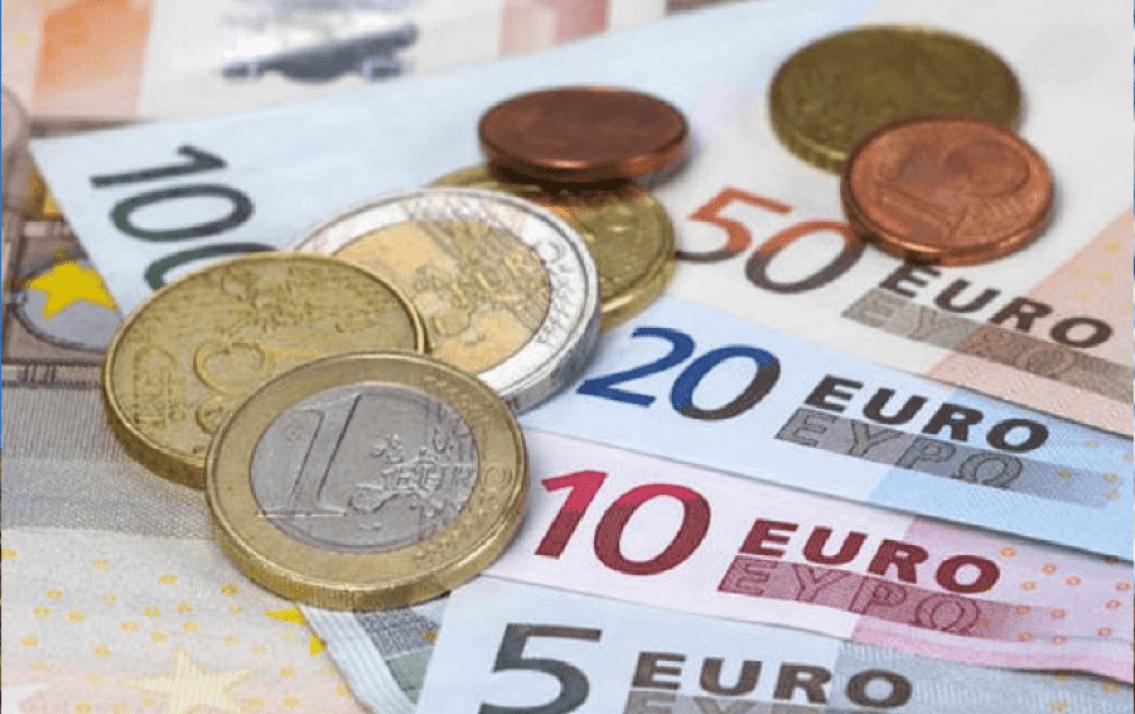 Tỷ giá Euro hôm nay (15/8): Giá Euro trong nước tiếp tục sụt giảm, Sacombank giảm giá bán 222 đồng/EUR - Ảnh 1.