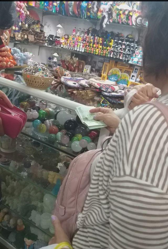 Đà Nẵng: Công khai mua bán hàng hóa bằng ngoại tệ - Ảnh 3.