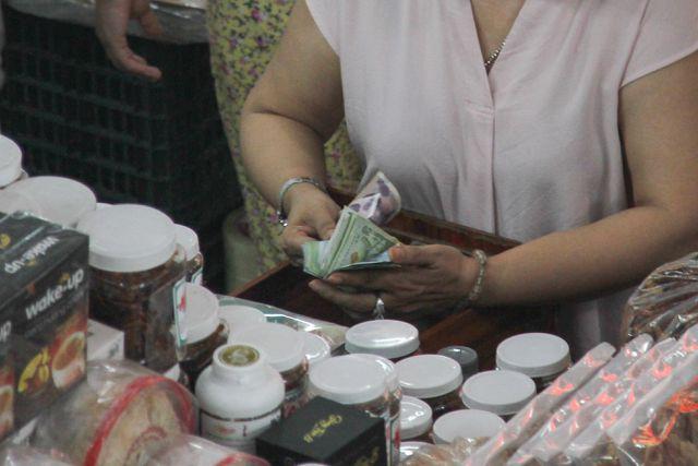 Đà Nẵng: Công khai mua bán hàng hóa bằng ngoại tệ - Ảnh 5.