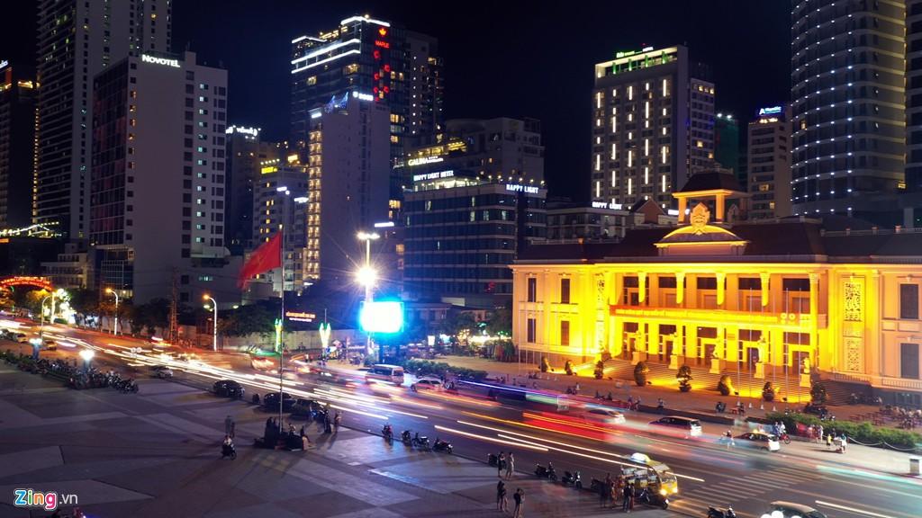 Condotel, khách sạn cao tầng chen chúc dọc bờ biển Nha Trang - Ảnh 10.