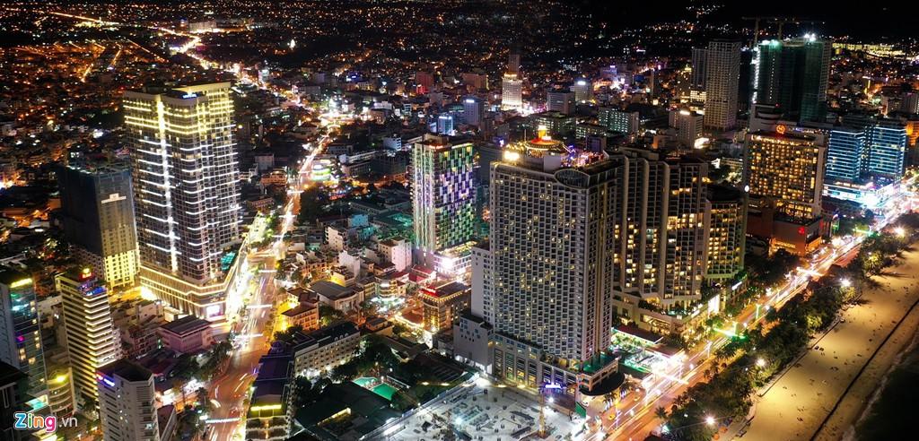 Condotel, khách sạn cao tầng chen chúc dọc bờ biển Nha Trang - Ảnh 13.