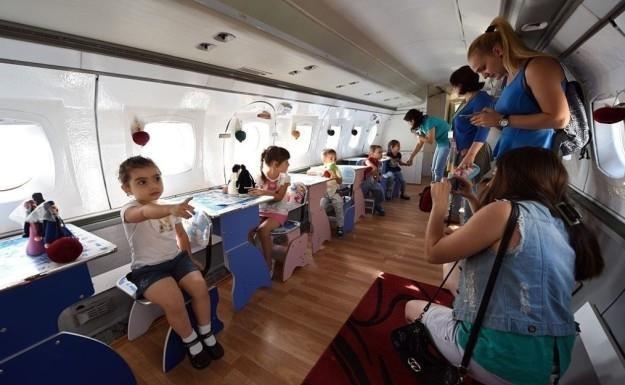 Biến máy bay thành khách sạn, trường học, quán cà phê - Ảnh 5.