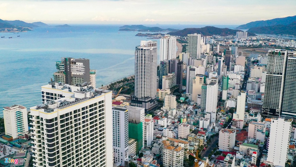 Condotel, khách sạn cao tầng chen chúc dọc bờ biển Nha Trang - Ảnh 3.