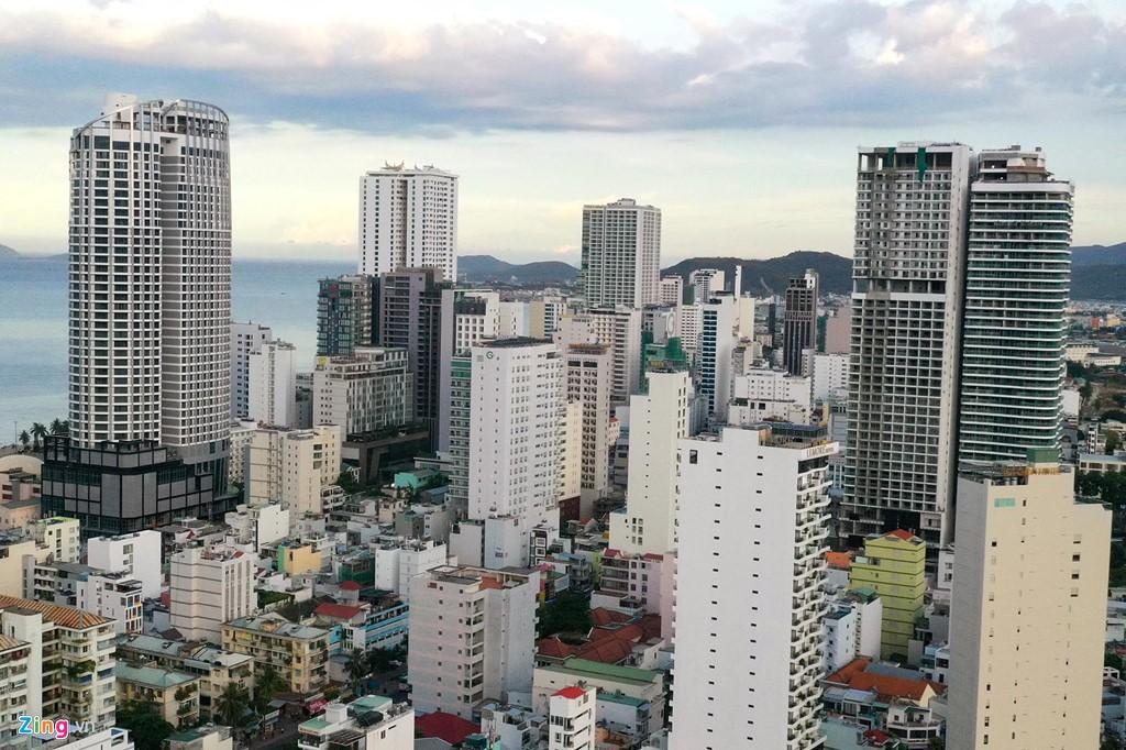 Condotel, khách sạn cao tầng chen chúc dọc bờ biển Nha Trang - Ảnh 5.