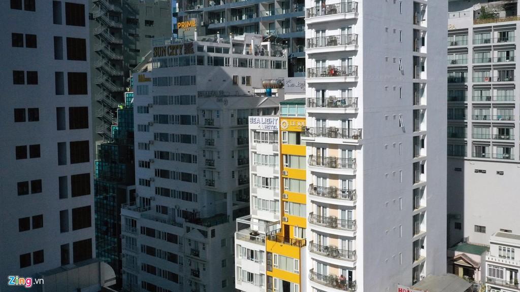 Condotel, khách sạn cao tầng chen chúc dọc bờ biển Nha Trang - Ảnh 7.