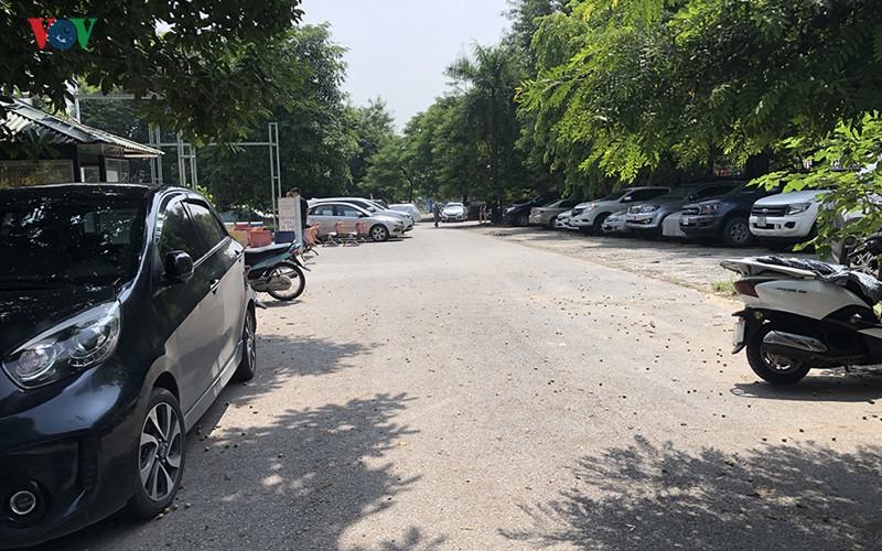 Cận cảnh bên trong Công viên Tuổi trẻ Thủ đô ở Hà Nội bị 'xẻ thịt' - Ảnh 11.