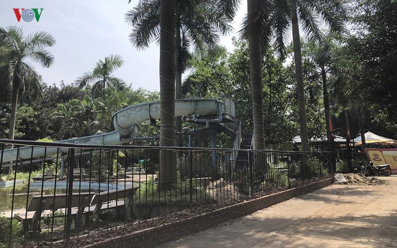 Cận cảnh bên trong Công viên Tuổi trẻ Thủ đô ở Hà Nội bị 'xẻ thịt' - Ảnh 8.
