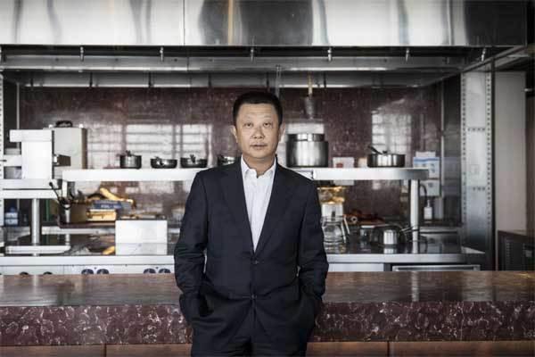 Vua lẩu Trung Quốc thành người giàu nhất Singapore - Ảnh 1.