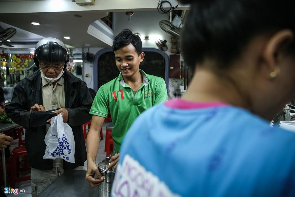 Quán phở 50 năm ở Sài Gòn nhượng quyền khắp Hong Kong - Ảnh 10.