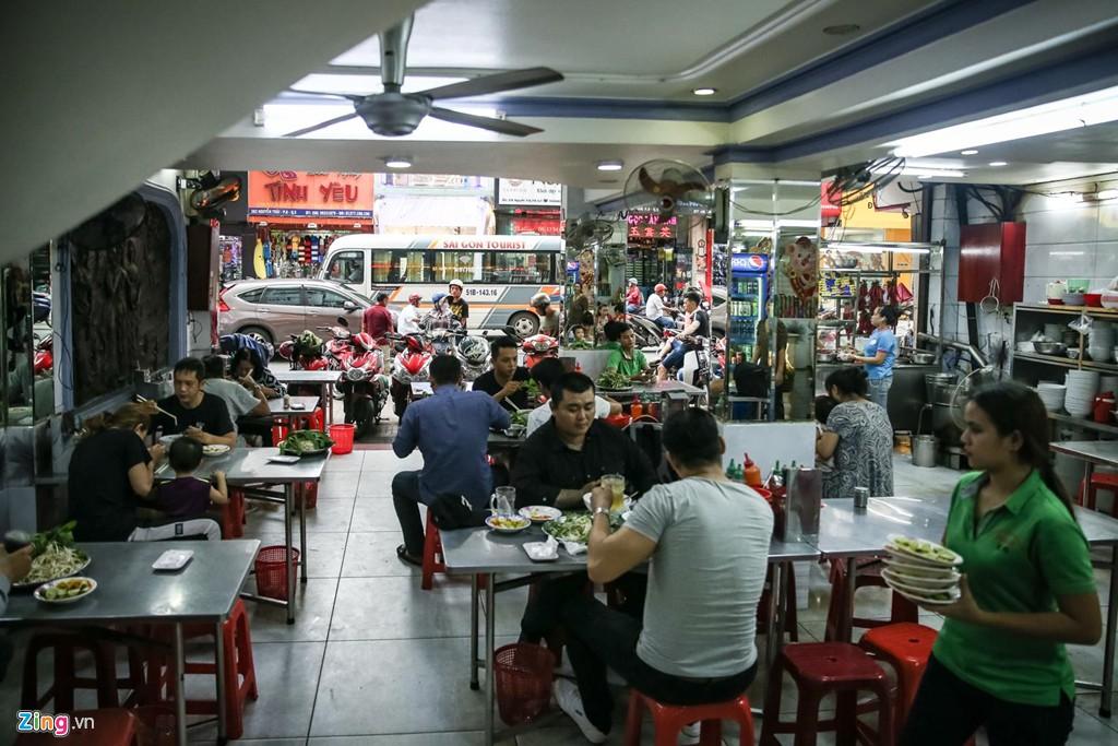 Quán phở 50 năm ở Sài Gòn nhượng quyền khắp Hong Kong - Ảnh 2.