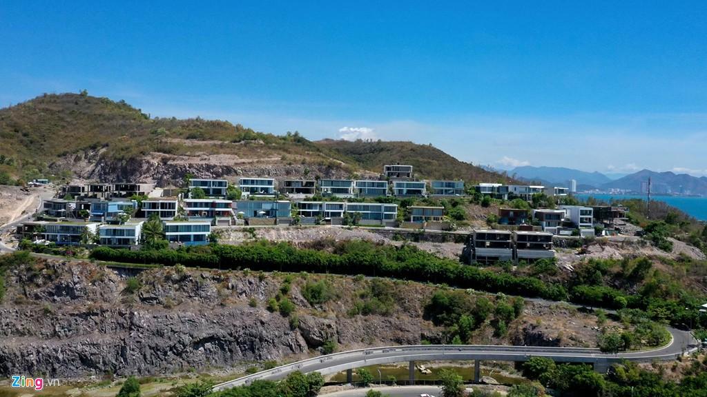 Xẻ núi Nha Trang xây biệt thự biển triệu USD dành cho giới siêu giàu - Ảnh 1.