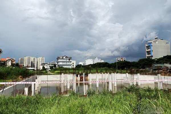 Chuyện lạ ở TP HCM: Nơi giá đất 300 triệu đồng/m2, biệt thự xây dở không người ở - Ảnh 5.