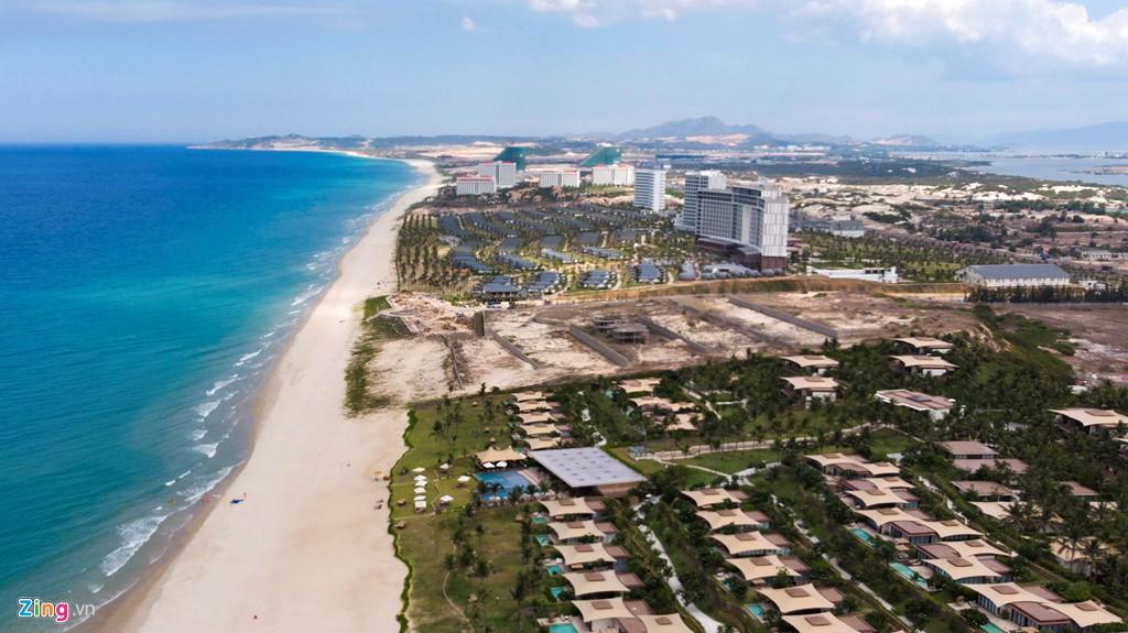 Đại công trường xây dựng hơn 5.000 căn condotel tại Cam Ranh - Ảnh 2.