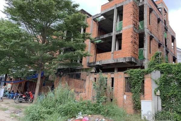 Chuyện lạ ở TP HCM: Nơi giá đất 300 triệu đồng/m2, biệt thự xây dở không người ở - Ảnh 4.
