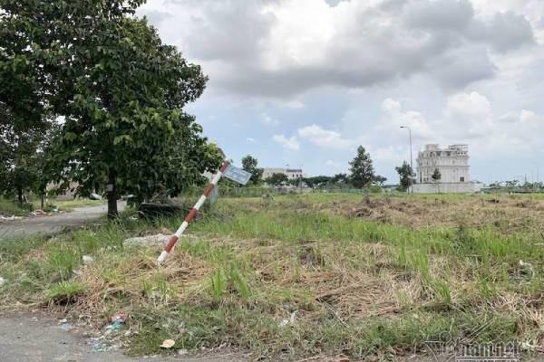 Chuyện lạ ở TP HCM: Nơi giá đất 300 triệu đồng/m2, biệt thự xây dở không người ở - Ảnh 9.