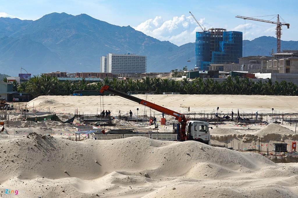 Đại công trường xây dựng hơn 5.000 căn condotel tại Cam Ranh - Ảnh 9.