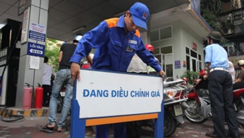Quỹ bình ổn giá xăng dầu âm gần 500 tỉ đồng - Ảnh 1.