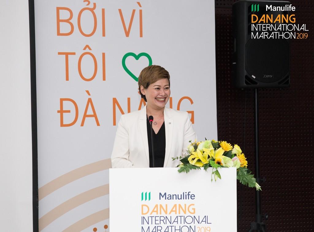 Bà Marilyn Wang, Giám đốc Tiếp thị Manulife Việt Nam tại họp báo