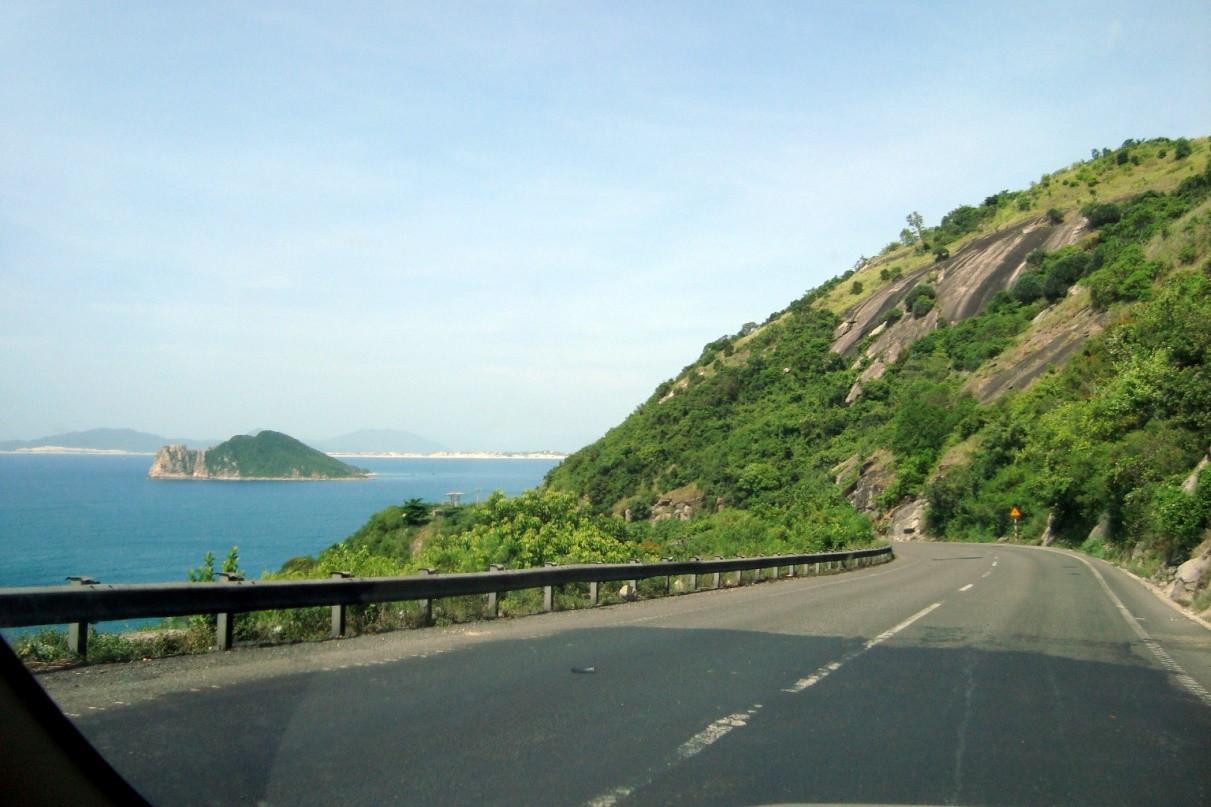 Image result for cung đường sông cầu quy nhơn