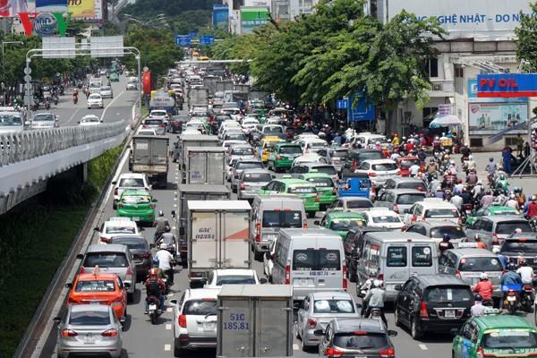 Mở thêm đường chỉ giải quyết bề nổi ùn tắc quanh sân bay Tân Sơn Nhất - Ảnh 1.