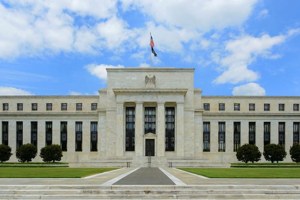 Fed sẽ giảm lãi suất thêm 100 điểm cơ bản? - Ảnh 1.