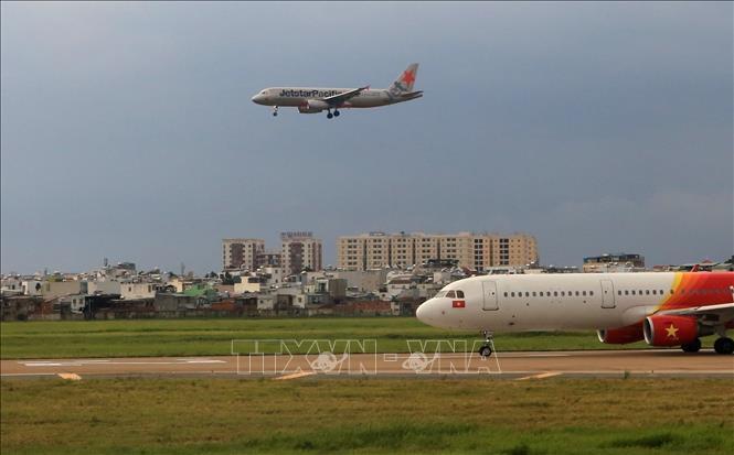 Bộ Giao thông Vận tải đề xuất bố trí vốn cải tạo đường băng sân bay Nội Bài, Tân Sơn Nhất - Ảnh 1.