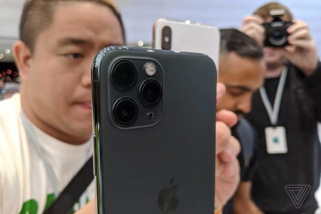 Cận cảnh bộ đôi iPhone 11 Pro và iPhone 11 Pro với cụm 3 camera vừa ra mắt - Ảnh 4.