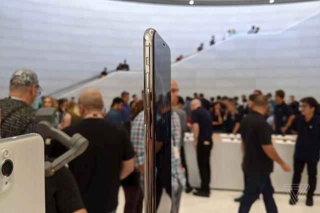Cận cảnh bộ đôi iPhone 11 Pro và iPhone 11 Pro với cụm 3 camera vừa ra mắt - Ảnh 6.
