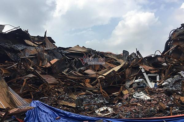 Lực lượng Binh chủng Hóa học đang tẩy độc kho nhà máy Rạng Đông - Ảnh 18.