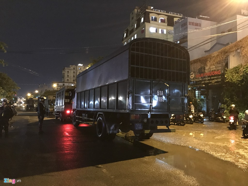 Trăm cảnh sát bồng súng AK, khám xét trụ sở Alibaba xuyên đêm - Ảnh 5.