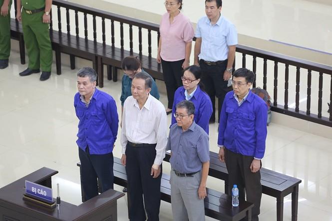 Cựu Thứ trưởng Lê Bạch Hồng lĩnh 6 năm tù, bồi thường 150 tỉ đồng - Ảnh 1.