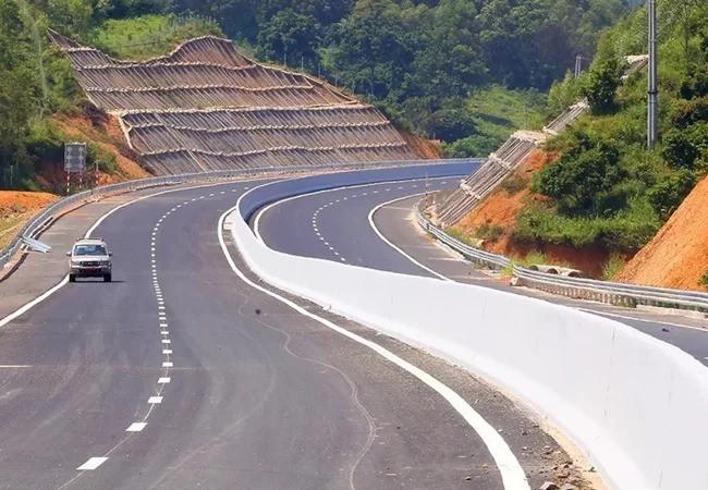 Nỗi lo không vay được vốn cho cao tốc Bắc - Nam - Ảnh 1.