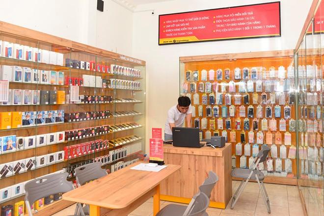 Mỗi cửa hàng Điện Thoại Siêu Rẻ thu về 15 triệu/ngày - Ảnh 1.