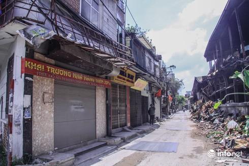 Một tuần sau vụ cháy Rạng Đông: Nhà kho siêu vẹo, chờ sập vẫn chưa được dọn dẹp - Ảnh 5.