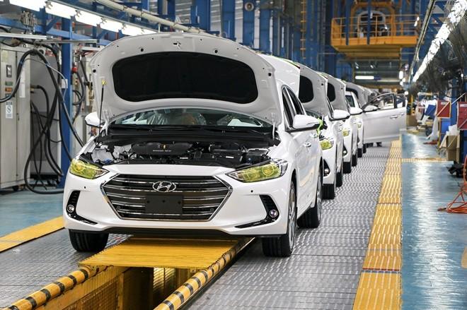 Ưu đãi lớn, ô tô Việt vẫn chật vật giảm giá thành - Ảnh 2.