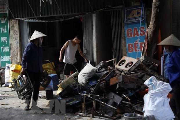 Hơn 350 người khám sức khỏe miễn phí sau vụ cháy Công ty Rạng Đông - Ảnh 1.