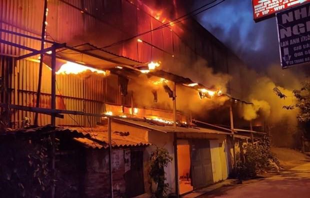 Vụ cháy Rạng Đông: Toàn bộ 480.000 bóng đèn bị cháy sử dụng thủy ngân - Ảnh 1.