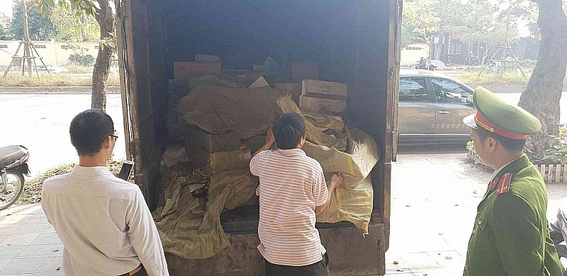 Bánh kẹo Trung Quốc giá siêu rẻ tràn ngập thị trường Tết - Ảnh 1.