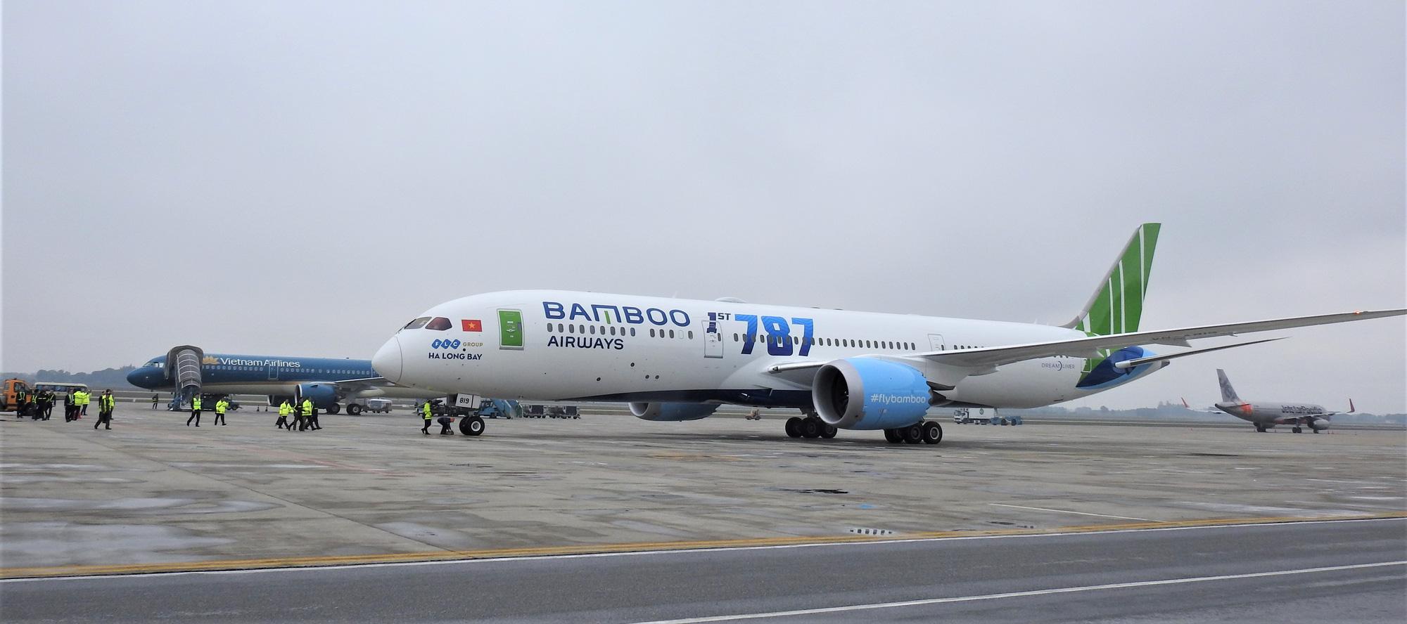NAPAS và Vietcombank phối hợp giảm phí cho Vietnam Airlines, Vietjet Air và Bamboo Airways - Ảnh 1.