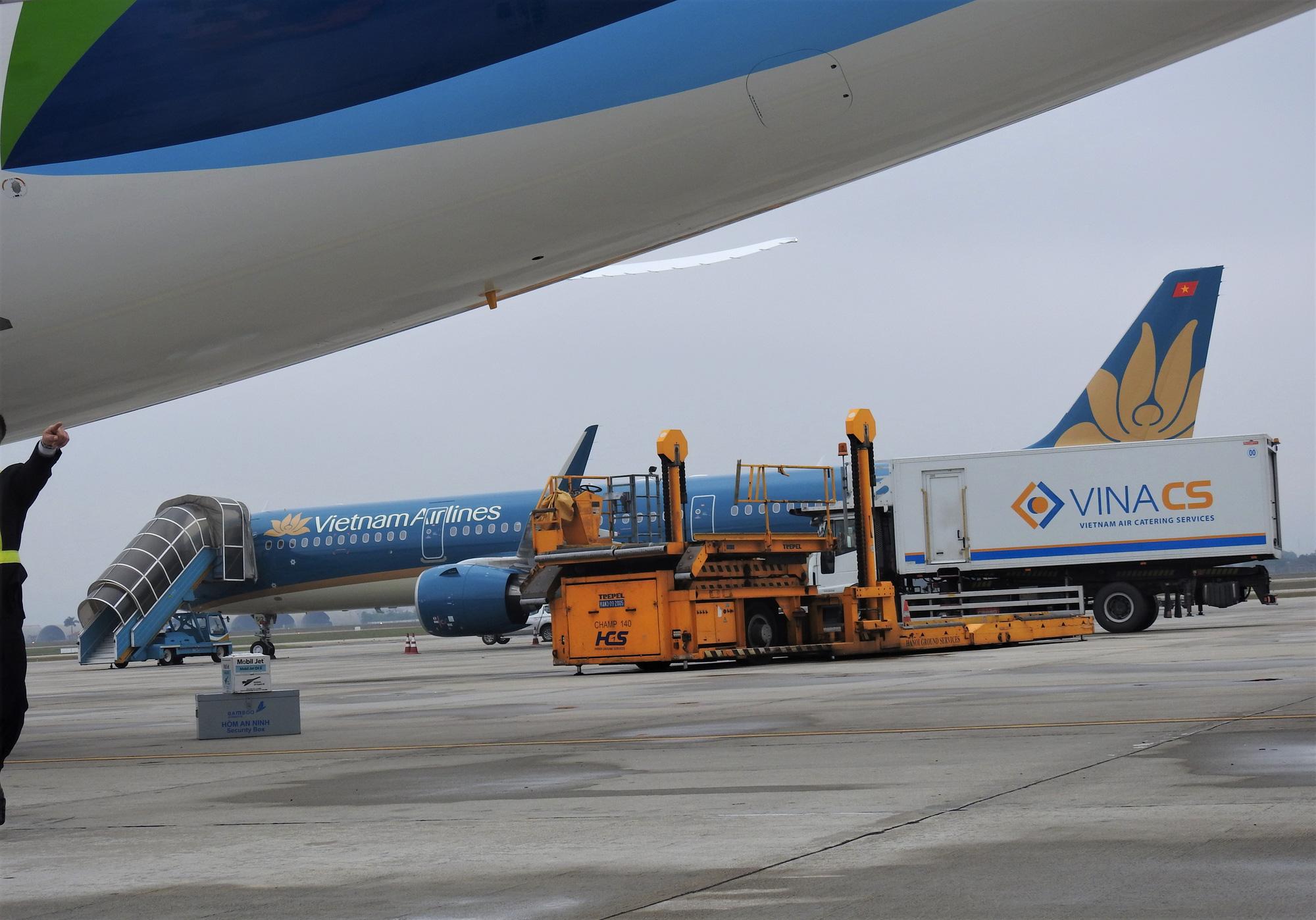 Bộ GTVT yêu cầu các hãng bay ngừng chở khách tới Việt Nam từ 0h ngày 1/4 - Ảnh 1.