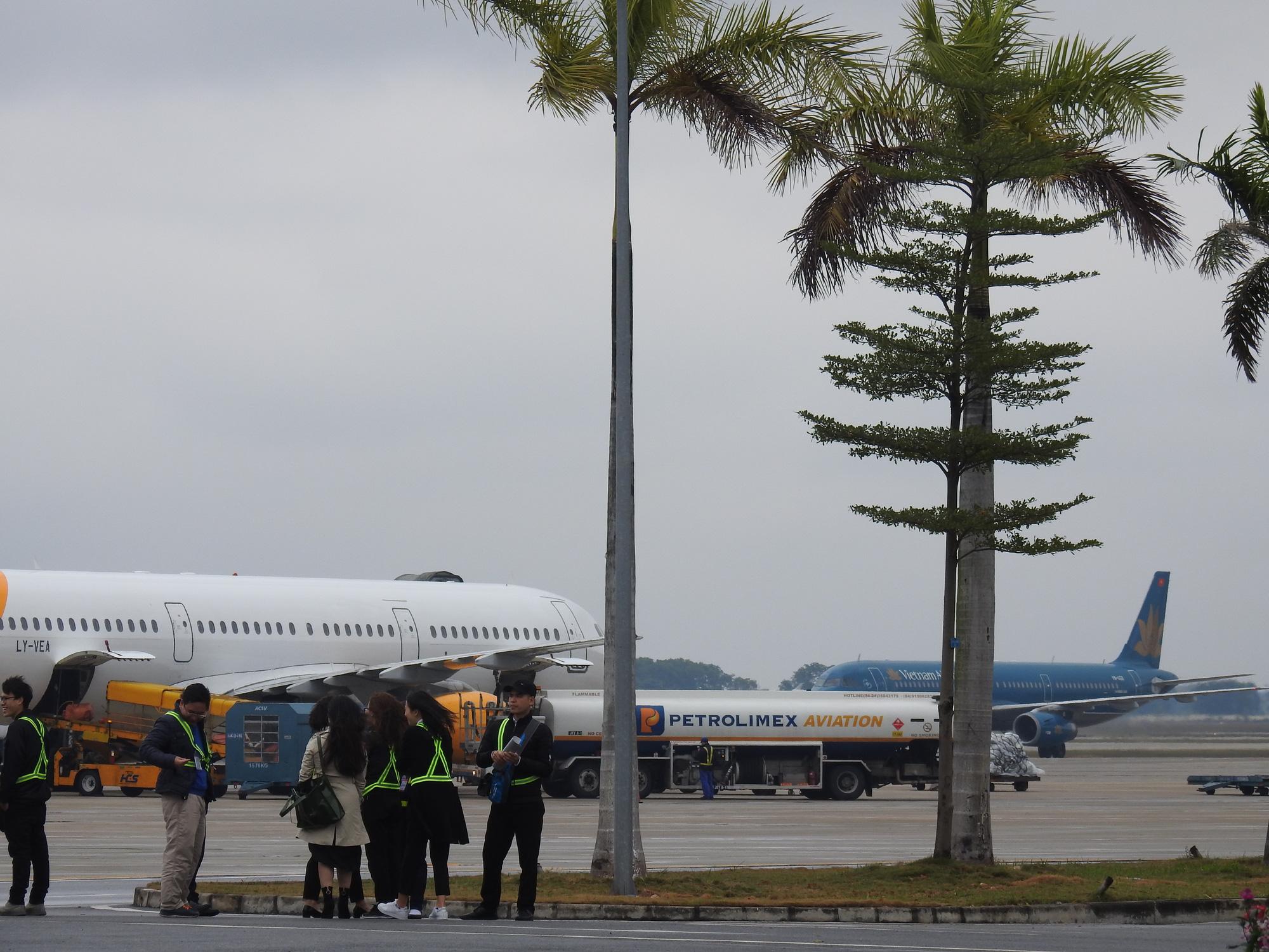 Bộ GTVT yêu cầu các hãng bay ngừng chở khách tới Việt Nam từ 0h ngày 1/4 - Ảnh 2.
