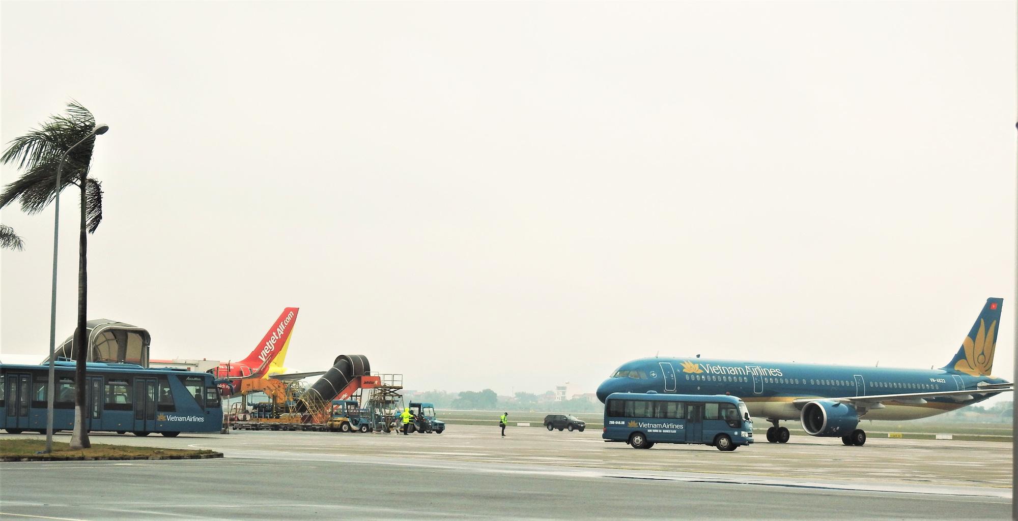 Hàng không Việt hoãn, hủy hàng chục chuyến bay vì Bão số 2 (Sinlaku) - Ảnh 1.