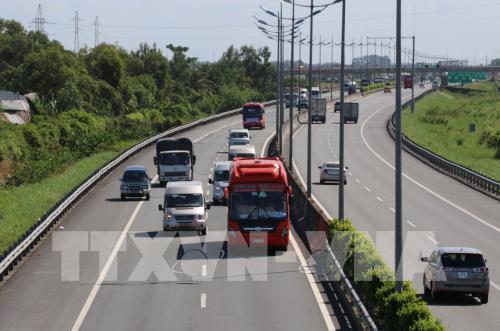 Mặt đường cao tốc TP HCM - Trung Lương xuống cấp, nhiều chỗ rạn nứt nặng - Ảnh 1.