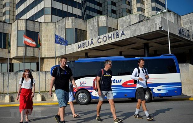 Mỹ quyết định đình chỉ các chuyến bay theo đơn đặt hàng tới Cuba - Ảnh 1.