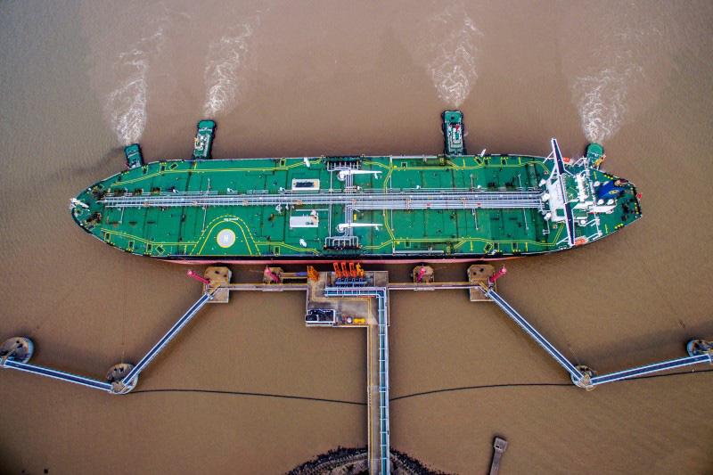 Giá xăng dầu tuần tới: Liệu giá dầu sẽ đi về đâu khi căng thẳng Mỹ - Iran không có dấu hiệu dừng lại? - Ảnh 1.