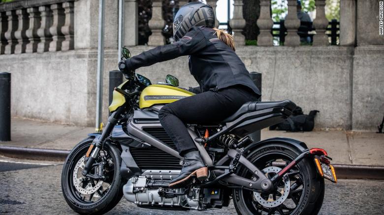 Xe máy điện đang góp phần hồi sinh ngành sản xuất mô tô - Ảnh 1.