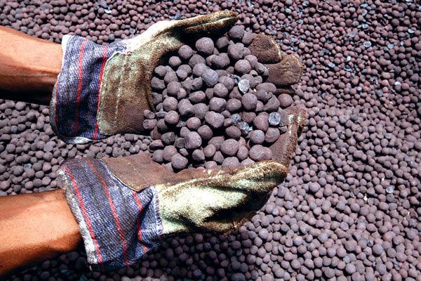 Nghi bán giá thấp, tạm dừng xuất khẩu quặng sắt sang Trung Quốc - Ảnh 1.