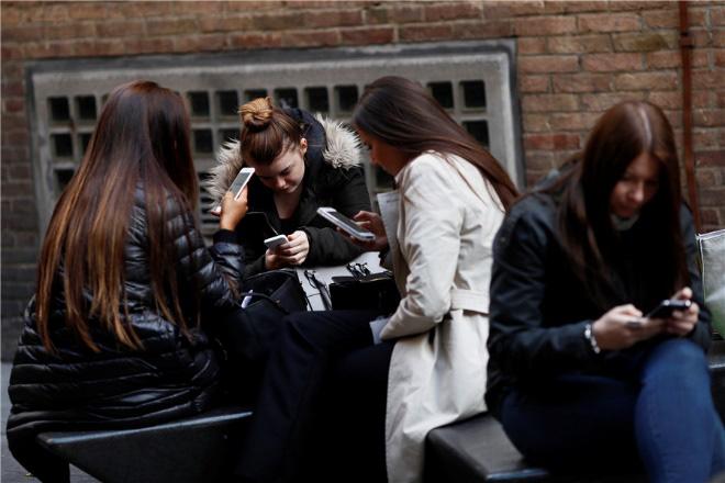 93% người tiêu dùng thích nói chuyện trực tiếp hơn dùng mạng xã hội - Ảnh 1.